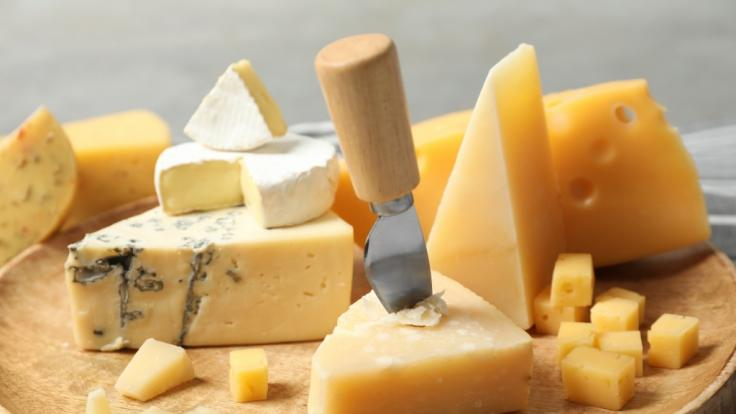 Aktuell muss ein Käse zurückgerufen werden. (Foto)