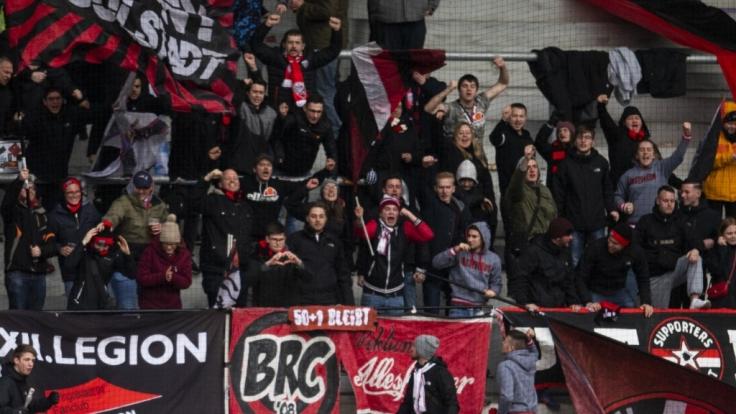 Die Mannschaft von Ingolstadt 04 wird von den Fans lautstark unterstützt. (Symbolbild) (Foto)