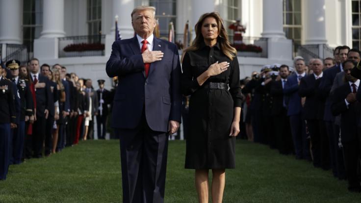 US-Präsident Donald Trump und First Lady Melania Trump gedachten am Mittwoch der Opfer des 11. September mit einer Schweigeminute im Weißen Haus in Washington.