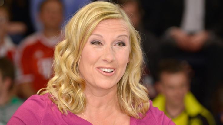 """Andrea Kiewel schwankte im """"ZDF Fernsehgarten"""" am 30. Mai zwischen Schnaps-Beichten und Baby-Gerüchten. (Foto)"""