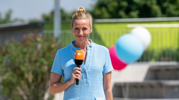 """Andrea Kiewel startet am 09.05.2021 in die neue """"Fernsehgarten""""-Saison. (Foto)"""