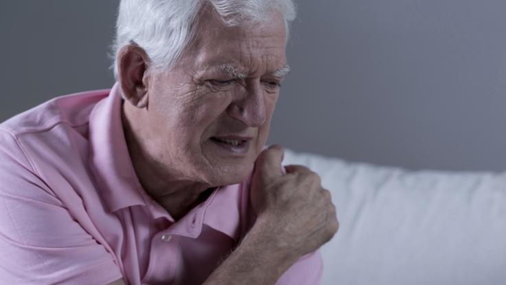Rheumatische Erkrankungen gehen immer mit quälenden Schmerzen einher - doch die richtige Basistherapie kann den Bedarf an Schmerzmitteln senken.