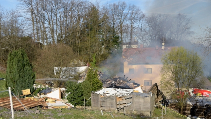 Wenige Stunden vor der geplanten Zwangsversteigerung ist im südhessischen Birkenau ein Wohnhaus explodiert. (Foto)