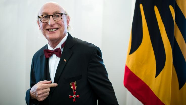 Otto Waalkes hat den Verdienstorden der Bundesrepublik Deutschland verliehen bekommen. (Foto)