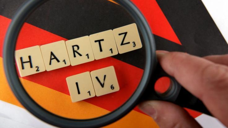 Laut einem Medienbericht müsste der Hartz-IV-Regelsatz in Deutschland deutlich höher liegen.