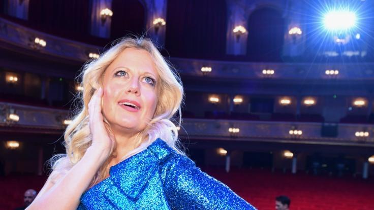 Barbara Schöneberger überrascht ihre Fans mit einer neuen Haarfrisur. (Foto)
