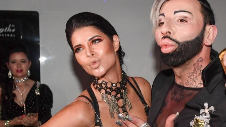 """Glööckler und Model Micaela Schäfer feiern im """"Cocoon By Tolga and Haluk"""" in Berlin eine """"Pompöös Welcome Party 2018"""" vor dem Beginn der Berlin Fashion Week. (Foto)"""