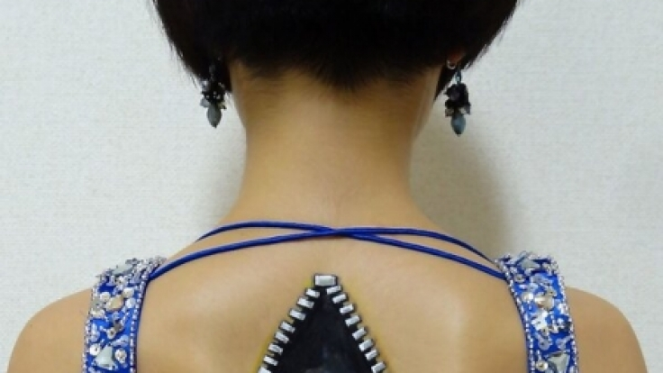 Guck mal, wer da schraubt: Hikaru Cho erlaubt den Betrachter ihrer Bodyarts einen Blick ins menschliche Innenleben.