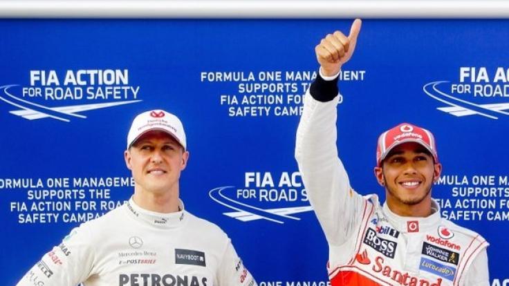Michael Schumacher (links) undLewis Hamilton im Jahr 2012 beim Formel-1-Grand-Prix von Malaysia.