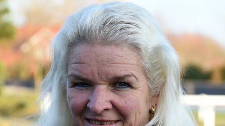 """Carmen Hanken, die Witwe des verstorbenen """"Knochenbrecher"""" Tamme Hanken, hat Medienberichten zufolge mit gemeinen Anfeindungen zu kämpfen. (Foto)"""