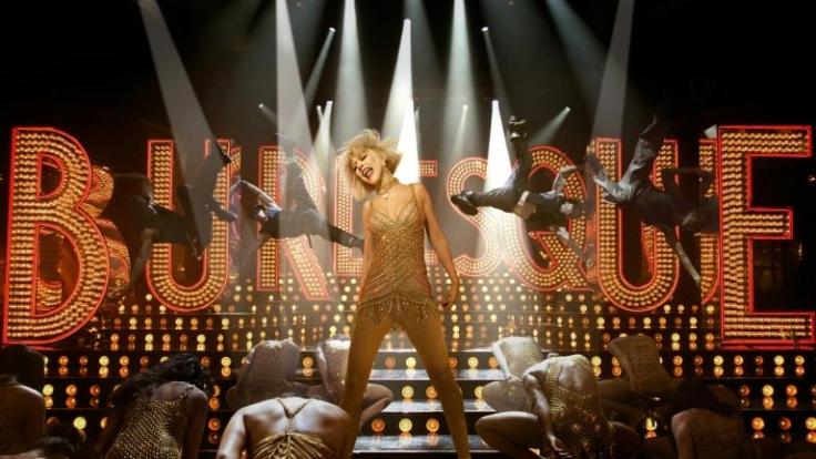 Seit ewigen Zeiten träumt Ali (Christina Aguilera, M.) davon, auf der Bühne zu stehen. (Foto)