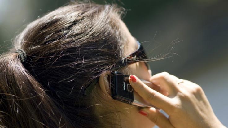 Können Handystrahlen Hirntumore auslösen? Ein Gericht in Italien hat nun einem Kläger recht gegeben und seine Tumorerkrankung als Berufskrankheit eingestuft (Symbolfoto).