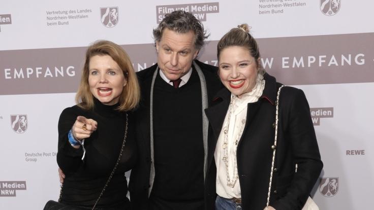 Dirk Borchardt und seine beiden Lieblingsfrauen: Annette und Caroline Frier. (Foto)