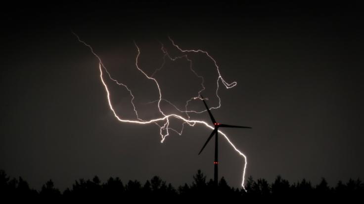 Tief Yve rollt mit Gewittern und Starkregen über Deutschland hinweg. (Foto)