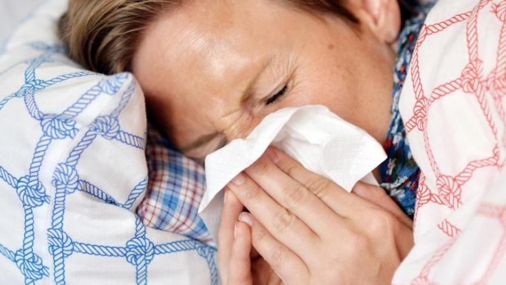 Es sind bereits die ersten Grippefälle in dieser Saison aufgetreten. Bevor sich die Influenza-Erreger jedoch weiter ausbreiten, sollte man sich impfen lassen.