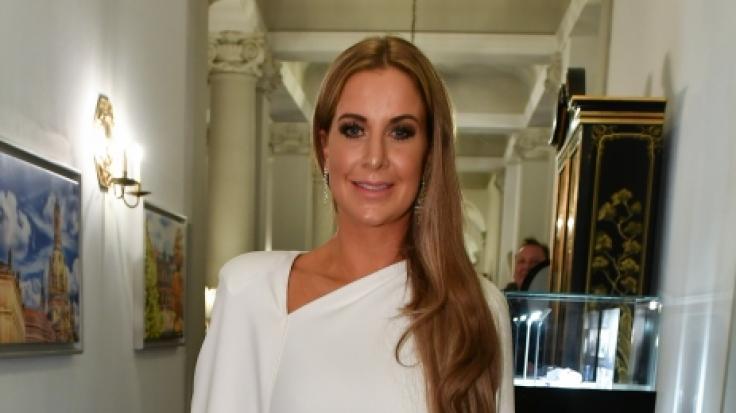 Charlotte Würdig hat offenbar ein Faible für weiße Abendkleider. (Foto)