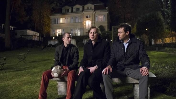 Die Brüder Frederik, Max und Gregor treffen nach vielen Jahren im elterlichen Haus wieder aufeinander. (Foto)