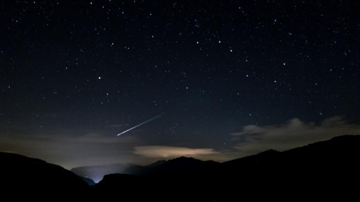 Mitte Juli kann man die ersten Perseiden am Nachthimmel beobachten. (Foto)
