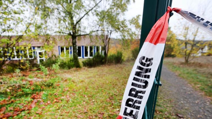 Die Polizei hat das Waldstück, wo der 16-Jährige gefunden wurde, teilweise abgesperrt. (Foto)