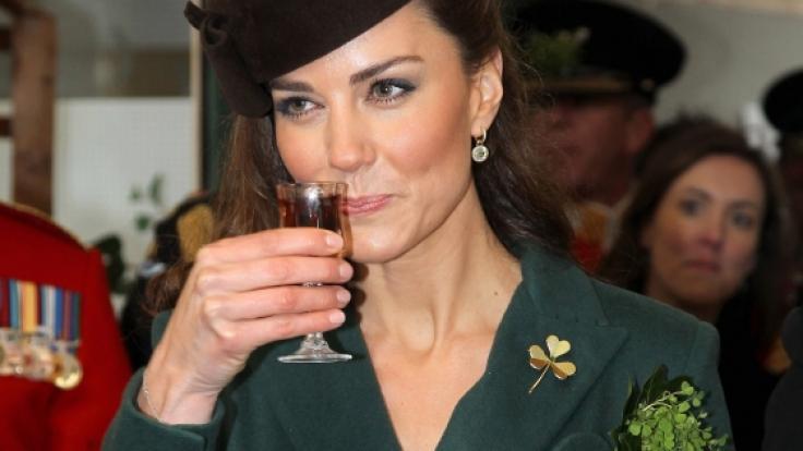 Prost! Kate Middleton ist dem Genuss von Alkohol nicht abgeneigt.