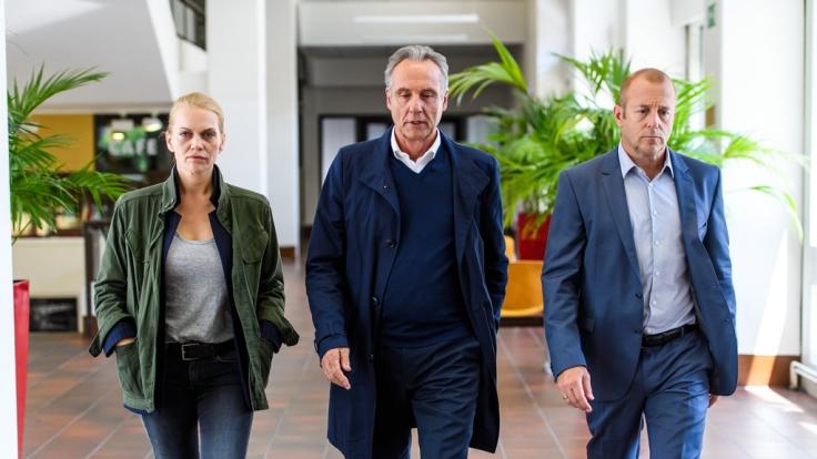 Helen Dorn (Anna Loos) und Falk Mattheisen (Daniel Friedrich, M.) müssen im Umfeld des Jugendrichters Dr. Werner Kleinert (Heino Ferch) ermitteln. (Foto)