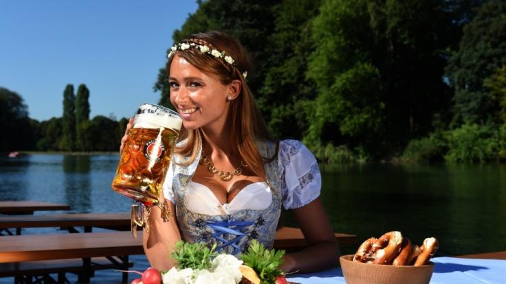 Wiesn-Playmate Jessica Kühne macht auch ohne Dirndl eine gute Figur. (Foto)