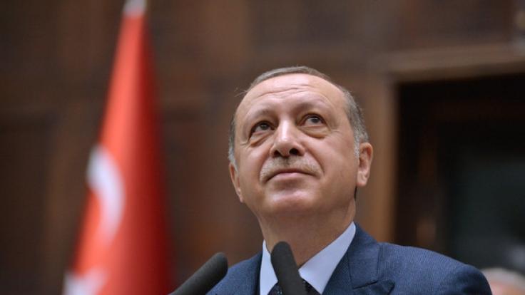 Recep Tayyip Erdogan kollabierte beim Gebet. (Foto)