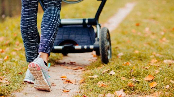 Ein Spaziergang mit ihrem kleinen Sohn wurde für eine 29-Jährige in Frankfurt zum Alptraum, als sie von drei Unbekannten sexuell belästigt wurde (Symbolfoto).