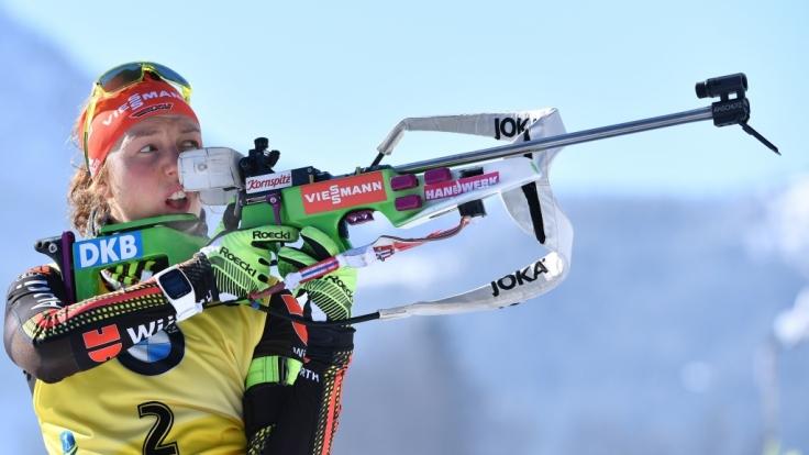 Weltmeisterin Laura Dahlmeier aus Deutschland in Aktion am Schießstand. (Foto)