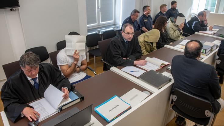 Prügelattacke in Amberg: Angeklagte gestehen