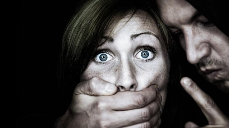 In Pakistan trennt sich ein Mann auf besonders rabiate Weise von seiner Frau. (Symbolbild) (Foto)