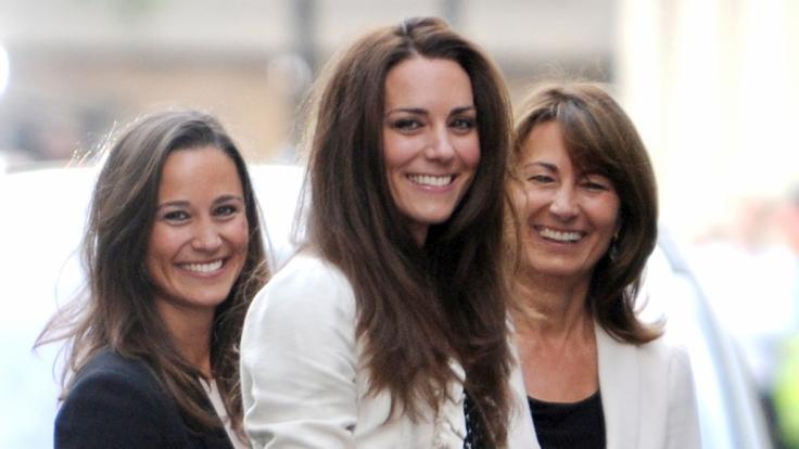 Mutter Carole Middleton mit ihren Töchtern Kate und Pippa. (Foto)