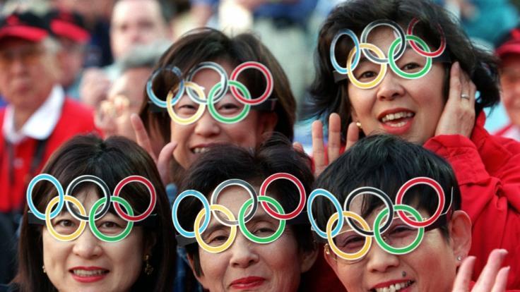 Japanische Fans bei den Olympischen Spielen in Sydney im Jahr 2000. (Foto)