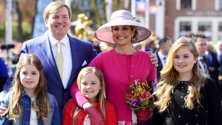 Der niederländische König Willem-Alexander, Königin Maxima und die drei Prinzessinen (l-r) Alexia, Ariane ud Amalia
