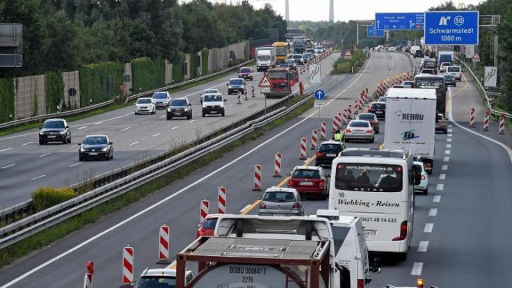 Baustellen können auch an den kommenden Tagen auf einigen Autobahnabschnitten den Verkehr behindern. Ansonsten haben Autofahrer in Deutschland aber voraussichtlich freie Fahrt. (Foto)