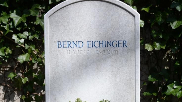 Filmproduzent Bernd Eichinger (1949 - 2011) wurde in München auf dem Friedhof St. Georg im Stadtteil Bogenhausen beigesetzt. (Foto)