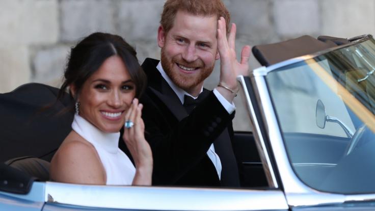 Meghan Markle und Prinz Harry auf dem Weg zur Hochzeitsparty. (Foto)