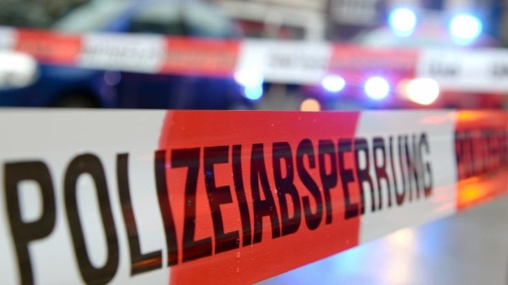 In Halle an der Saale ist eine leblose männliche Person im Hafenbecken gefunden worden. (Symbolbild)