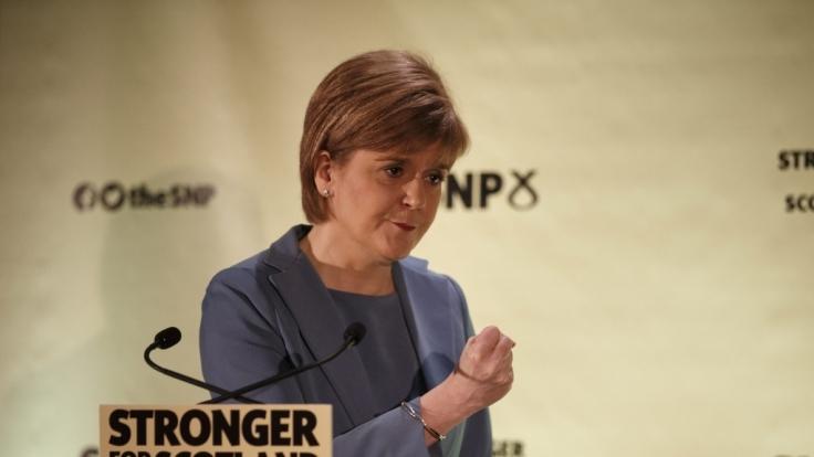Ist das nicht...? Nein, das ist nicht die Angie, sondern die schottische Politikerin Nicola Sturgeon.
