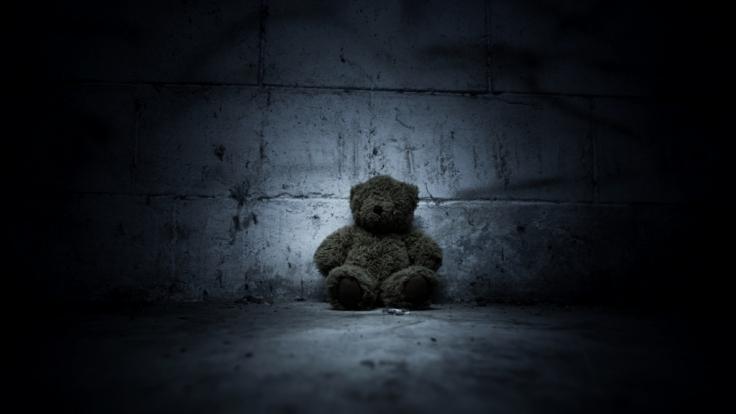 Ein Jung (2) ist derart schwer misshandelt worden, dass er lebenslang behindert sein wird. (Symbolbild) (Foto)