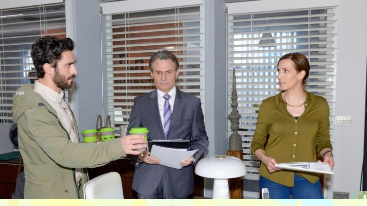 Gerner (Wolfgang Bahro, M.) erkennt die Spannungen zwischen Tobias (Jan Kittmann) und Katrin (Ulrike Frank). (Foto)