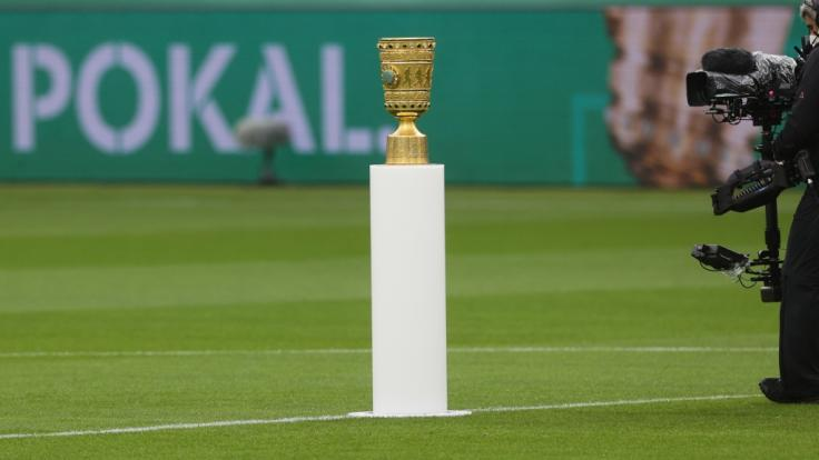 Da ist der Pott! In der Saison 2021/22 kämpfen 64 Mannschaften um den DFB-Pokal. (Foto)