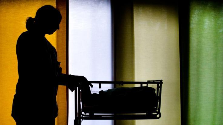 In Sachsen-Anhalt wurde ein ausgesetztes Neugeborenes gefunden. Was eine Mutter zu so einer Tat treibt, bleibt meist ungeklärt. (Foto)