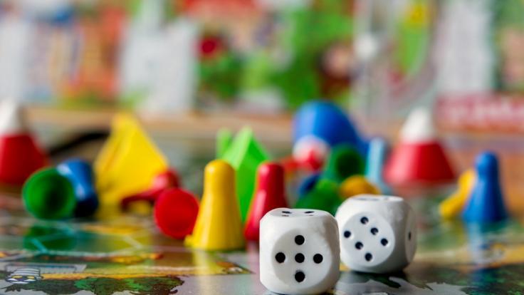Gesellschaftsspiele erfreuen sich während der Corona-Krise großer Beliebtheit. (Foto)