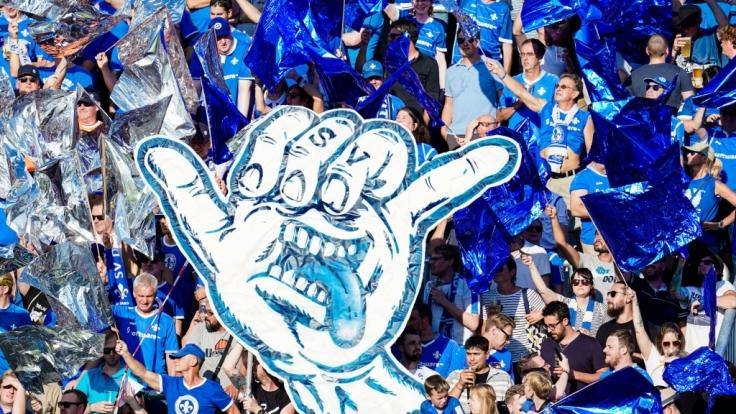 Fahnen und Transparente zeigen dem SV Darmstadt, dass seine Fans hinter ihm stehen. (Symbolbild) (Foto)