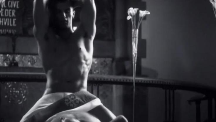 """Im Video zum Song """"Father"""": Wilder Ritt auf dem Altar. (Foto)"""