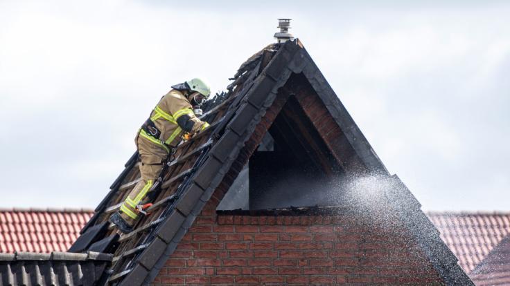 Beim Brand eines Einfamilienhauses in Bremen sind nach Feuerwehrangaben vier Menschen getötet worden. (Foto)