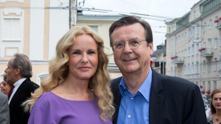 Katja Burkard (l., mit Ehemann Hans Mahr) steht zu ihrem Sprachfehler. (Foto)