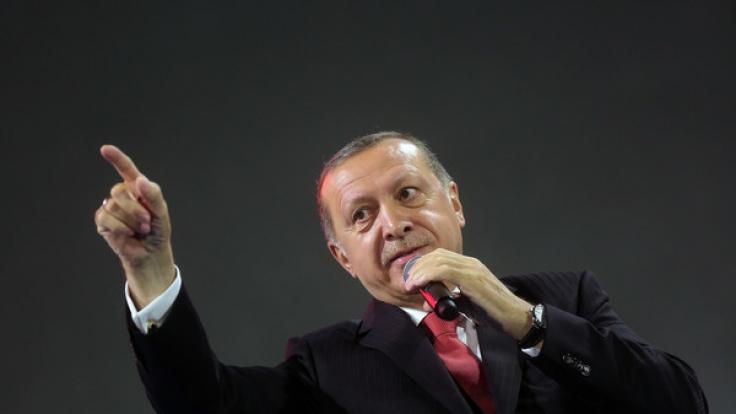 Der türkische Staatspräsident Erdogan führt angeblich eine Liste mit 68 unter Terrorverdacht stehenden deutschen Unternehmen.