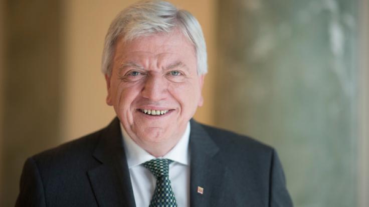 Hessens Ministerpräsident Volker Bouffier (CDU) traut sich zu, auch nach der Landtagswahl schwierige Bündnisse in Hessen zu schmieden. (Foto)